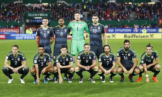 Wales are dreadful at team photos as shown by effort before World Cup qualifier