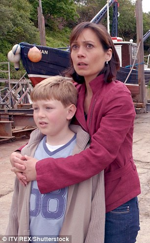 Leah Bracknell playing Zoe Tate with Joseph Tate in a 2005 episode of Emmerdale