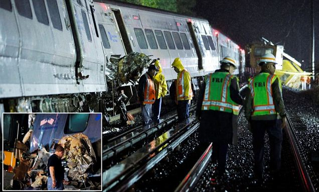 New York passenger train carrying 600 people slams in to another