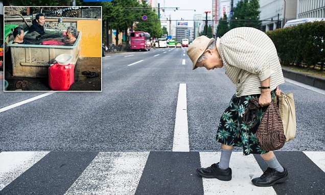 Photographer Lee Chapman captures Tokyo's elderly residents in photo series