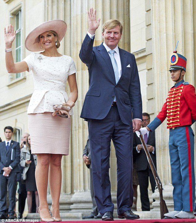 As usual the Dutch royals were greeted by dozens of well wishers during their engagement, who they were happy to wave to