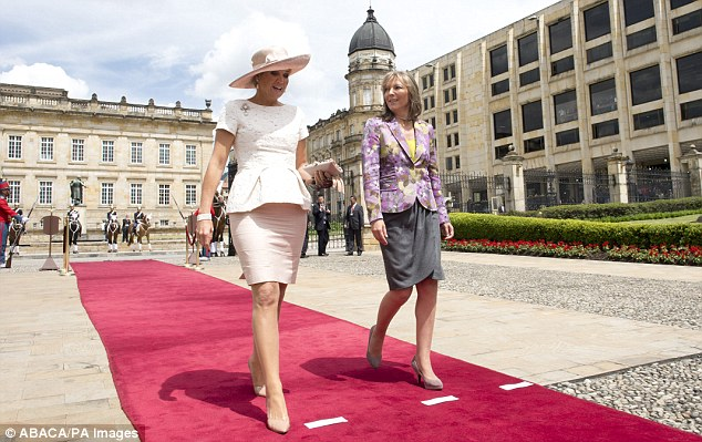 Maxima enjoyed a strole through the grounds of the historic building with the president's wife María Clemencia Rodríguez Múnera