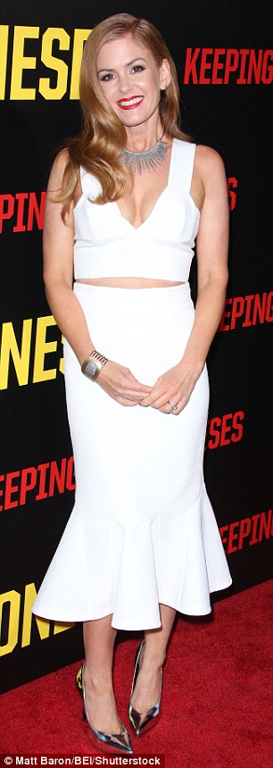 A bit of all white! Australian actress Isla Fisher stunned at the premiere of her new comedy film Keeping Up with the Joneses in Los Angeles on Saturday