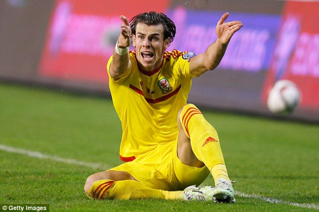 Wales players watched Gareth Bale help his country to a 0-0 draw against Belgium in Euro 2016 qualifying