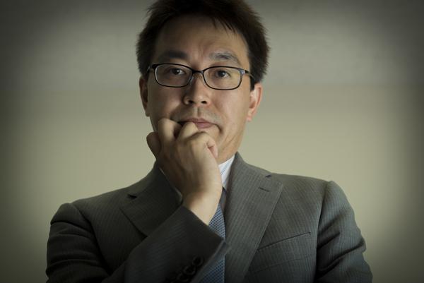 羽生善治(はぶよしはる)/1970年埼玉県所沢市生まれ、将棋棋士。1989年、19歳で初タイトルの竜王位を獲得。1996年に七冠を獲得。2016年8月現在、王位・王座・棋聖の三冠