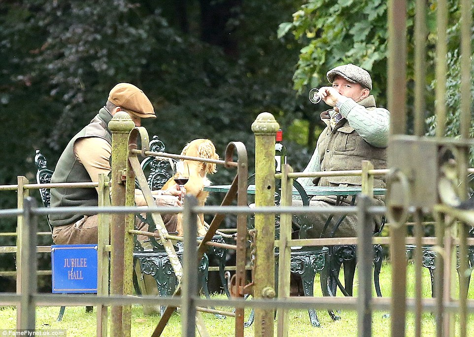 Chilling out: The multi-millionaire pals enjoyed a long chat as they chilled out together following their day of hunting