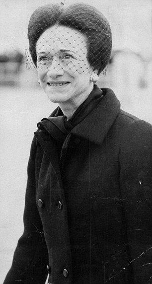 Wallis Simpson at London Airport in 1972