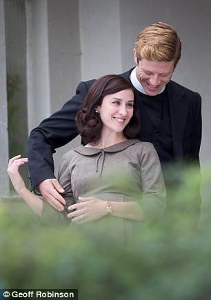 Costume: Wearing a 1950s style tea dress with an intricate collar, she showed off her bump as she played the pregnant character