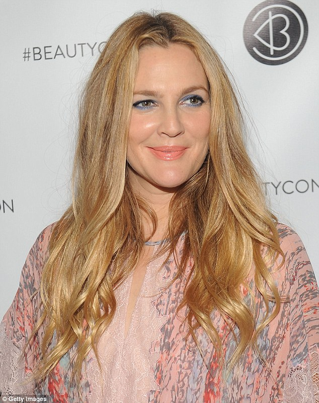 All done up! On October 1, the 41-year-old looker was nicely painted at BeautyCon