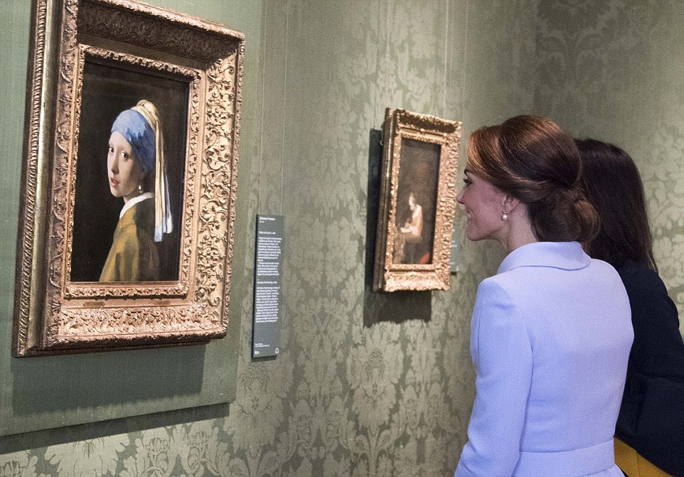 Kate smiles as she takes in The Girl With The Pearl Earring by Vermeer, part of the permanent collection at theMauritshuis museum in The Hague
