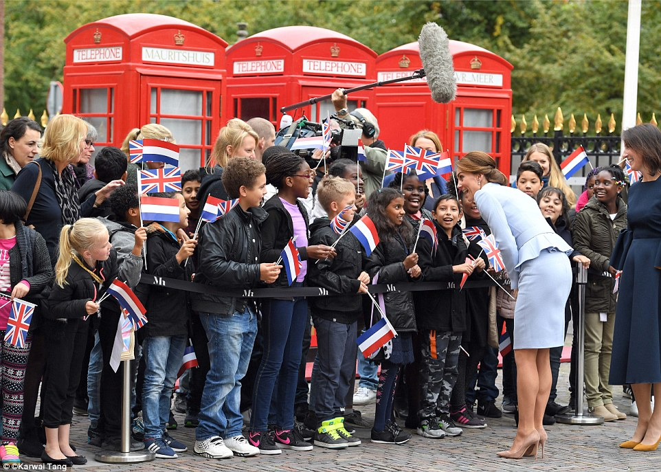 Kate paused to chat to youngsters who had gathered outside theMauritshuis gallery to wave Union Jack flags to welcome her