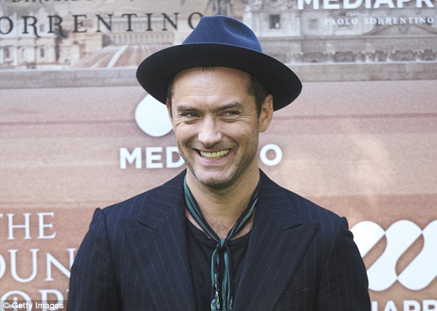 Hat's the way to do it! The actor, 43, stepped out for the occasion in a wide-brimmed fedora