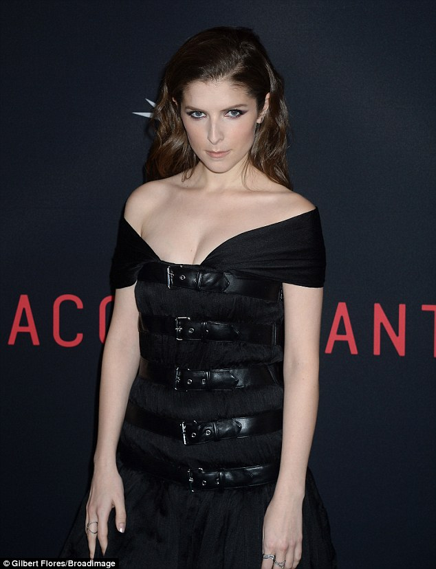 Come hither: Anna Kendrick, 31, flashes a seductive look on the red carpet of the premiere
