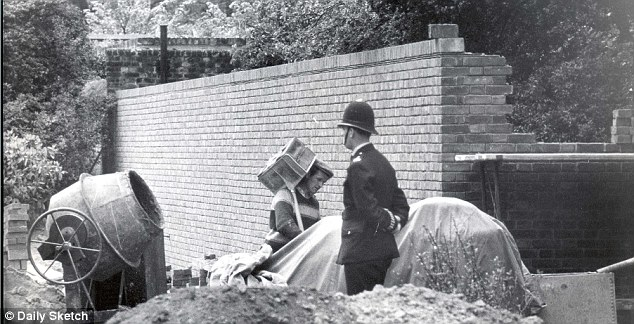 A wall is built around the royal couple¿s home in May 1962