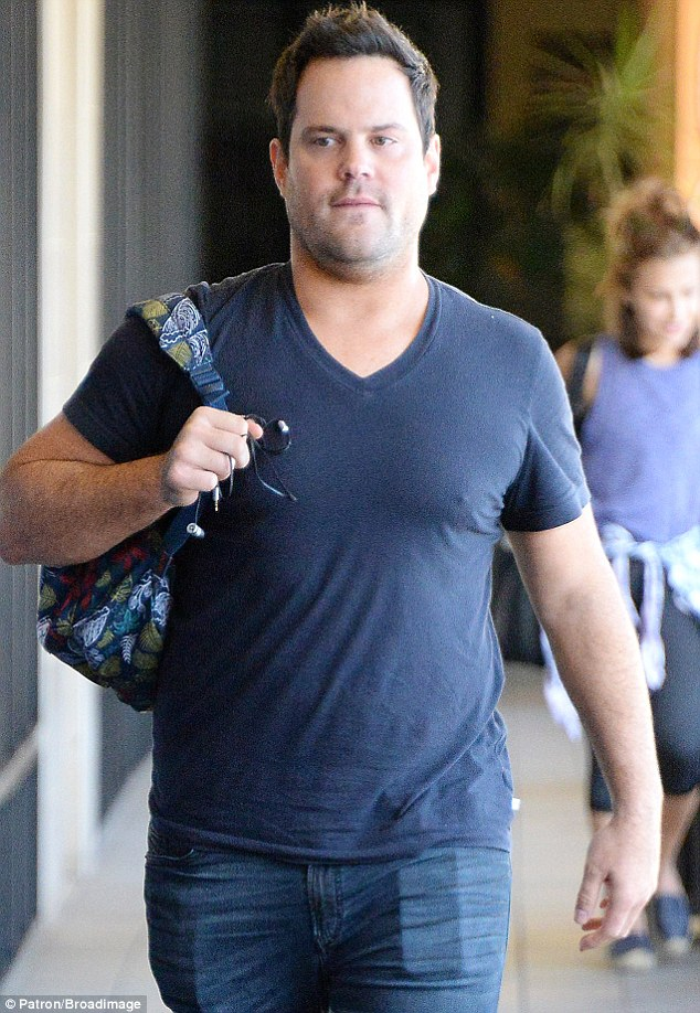 Ex: Hilary spent time with former Pittsburgh Penguins player Mike Comrie