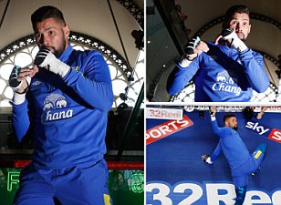 Tony Bellew prepares for showdown against BJ Flores with public workout in the blue of his