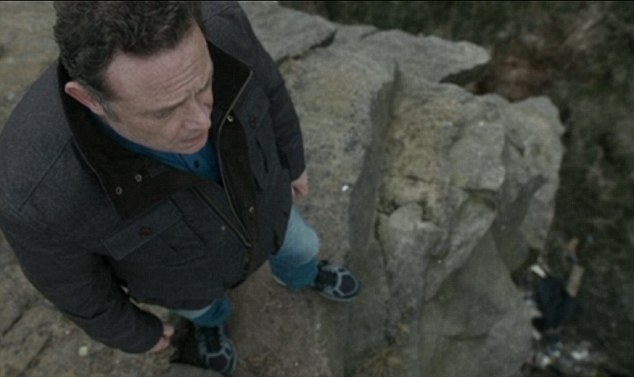 Last night's episode of Cold Feet left the hearts of many viewers pounding with a highly tense suicide scene in which fan favourite Pete Gifford (John Thomson) appeared to take his own life