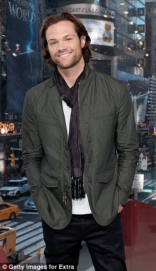 Hollywood hunk! Jared looked handsome as ever as he sported a bit of scruff and signature shaggy mane