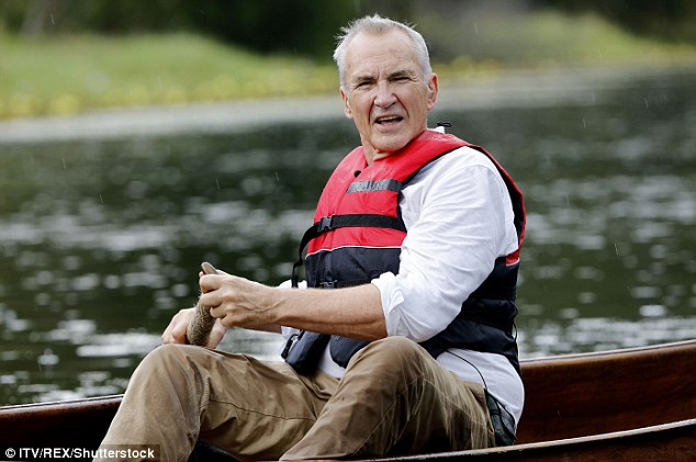 Staying strong for Scarlett: Larry kept his cool as he paddled along