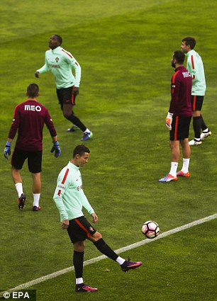 Ronaldo juggles the ball