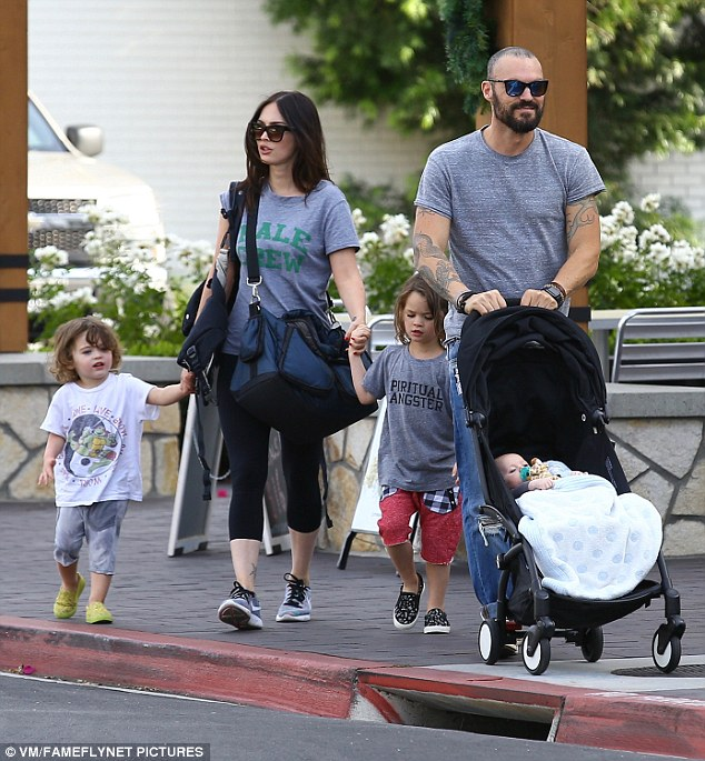 The couple's eldest Noah was dressed in red shorts with black and white check pockets and gray t-shirt while younger brother Bodhi had on neon shoes with  blue shorts and white t-shirt