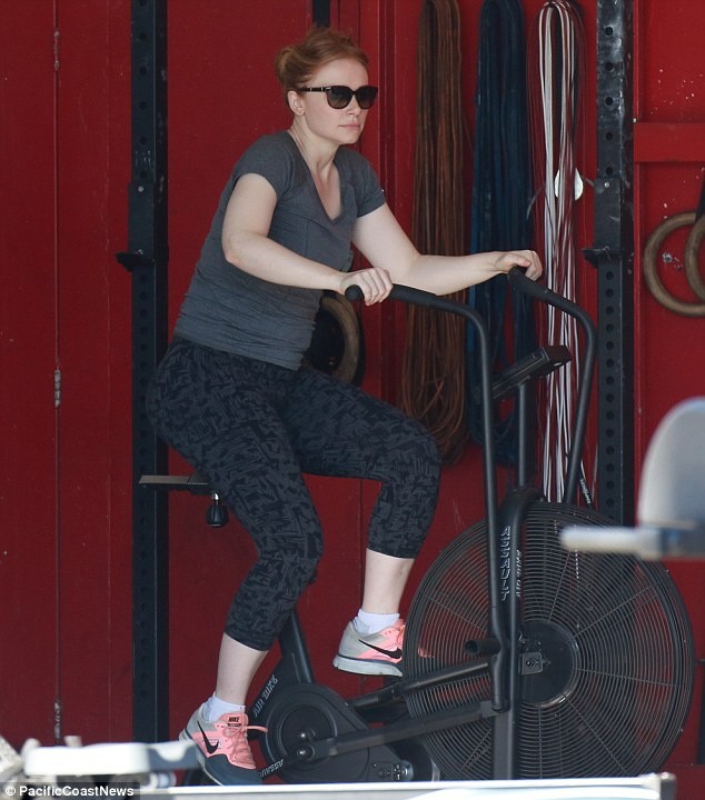 Spin session: The 35-year-old Golden Globe nominee dressed her curvaceous 5ft7in figure in a grey T-shirt, patterned leggings, and Nike trainers