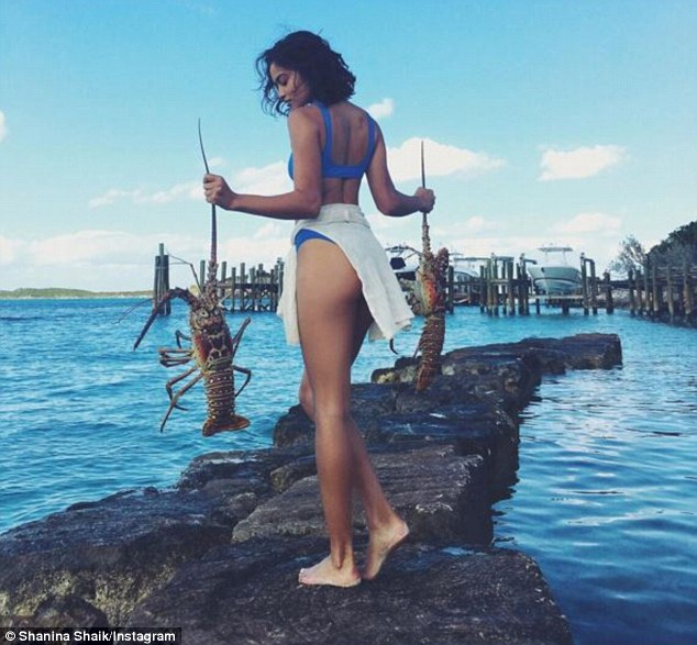 Catch of the day!Over the weekend, the Australian beauty was spotted wearing a blue bikini as she carried two huge crabs in both hands