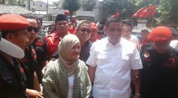 Taufik - Faik mendaftar Ke KPUD Cilacap sebagai calon bupati dan wakil bupati Cilacap.
