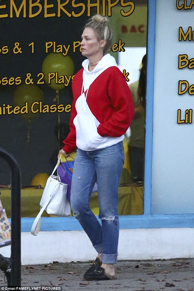 One hand in my pocket: The actress wore a blank expression as she carried multiple bags