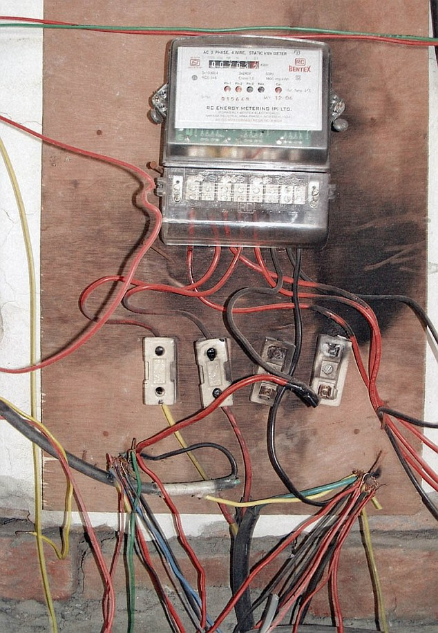 This wiring, from an office block in Madras, was deemed the world's worst bythe UK's Institution of Engineering and Technology and 138,000 readers of its magazine, E&T