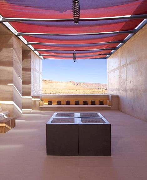 If it's disconnection you seek, this luxury desert retreat is ideal couples who can take advantage of the terrace fires, starry skies and roof top beds