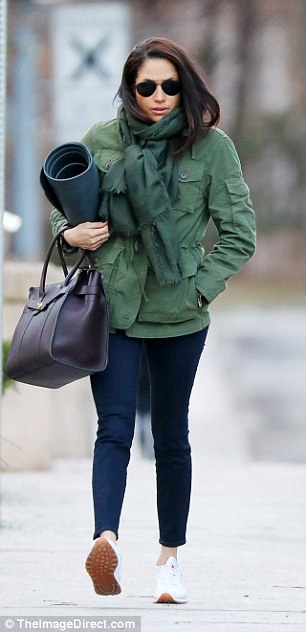 She lugged both her yoga mat and a $1,500 Mulberry tote bag as she made her way to the studio