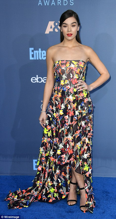 Hello petal! Hailee Steinfeld looked great in a strapless Jason Wu floral gown and strappy heels