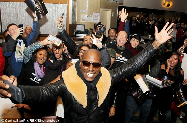 Quite the showman! Tyrese Gibson showed off his selfie game as he took the ultimate photograph