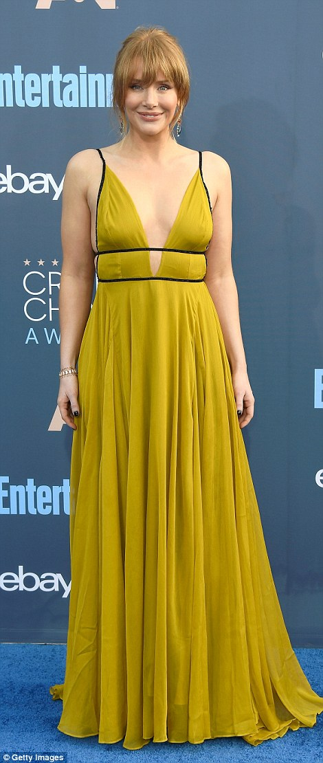 Hello sunshine! Bryce Dallas Howard stunned in a flowing chartreuse Topshop gown