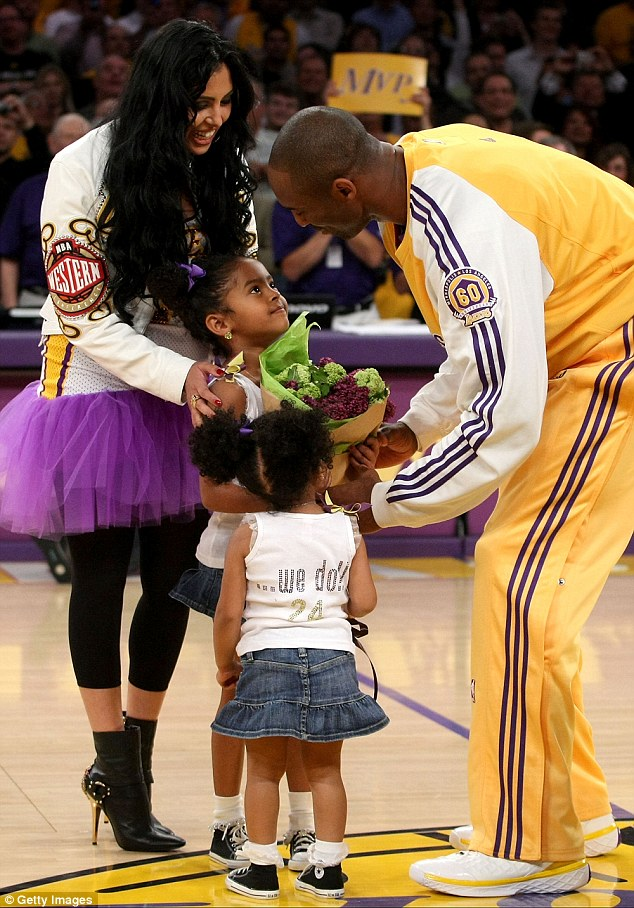 Girls love Daddy: Natalia and Gianna honored their father at the NBA Playoffs at the Staples Center in Los Angeles in 2008