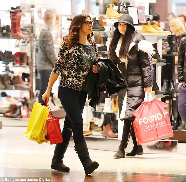 Corrie on shopping!Laden down with bags, it looked as through the 40-year-old actress had a successful trip, no doubt stocking up on gifts for her three children