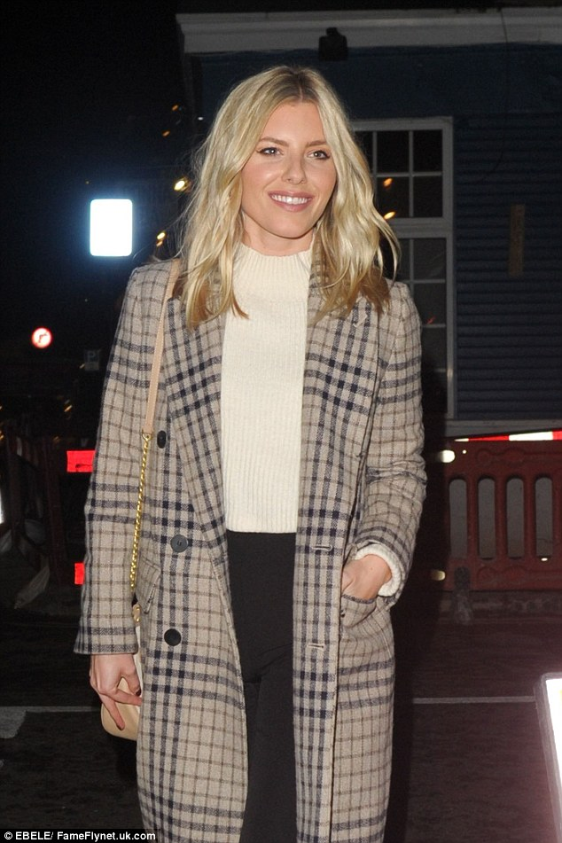 Blonde bombshell: Mollie styled her enviable blonde bob in loose waves