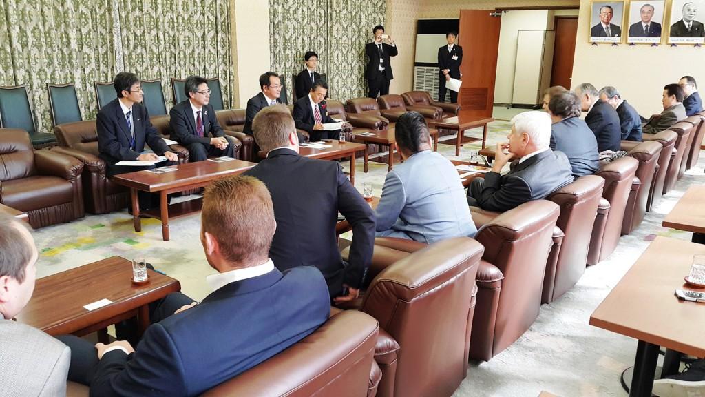 長崎県庁にて副知事様らと行われた会談の様子