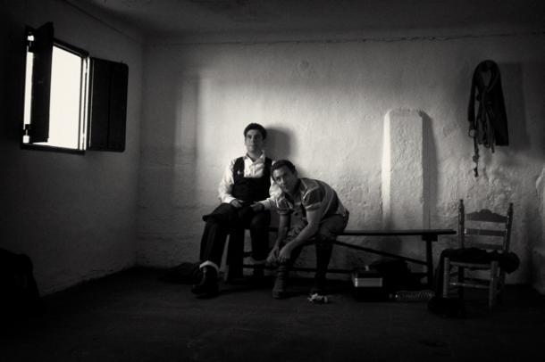 Alexander Fiske-Harrison preparing with matador Rafael Rubio (or &amp;#039;Rafaelillo&amp;#039;)<br>&amp;copy; Photo: Nicolás Haro - http://www.thelastarena.com/