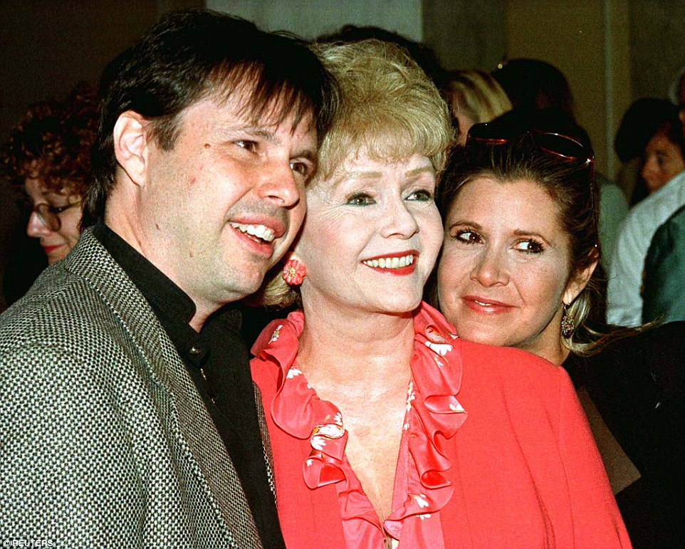 Actress Debbie Reynolds (C) and son, filmmaker Todd Fisher, and daughter, actress and screenwriter Carrie Fisher, arrive at a luncheon hosted by the American Film Institute September 17, 1998