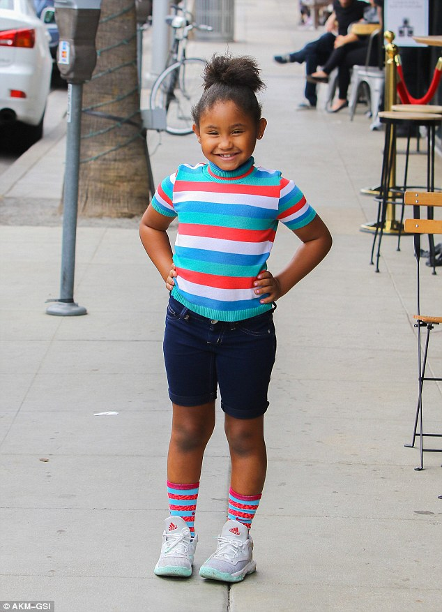 Cutie!Her cute daughter wore a pair of jean shorts as she mimicked her mother's hairdo