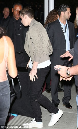 He completed his laid-back look with some black skinny jeans and white Converse shoes