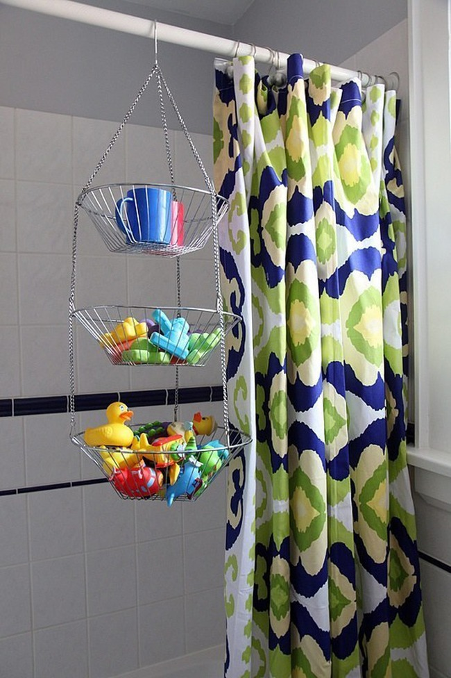 9. The old fruit basket makes perfect storage for bath accessories