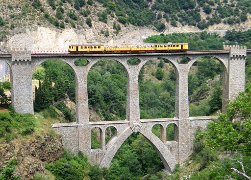 Viaduc sejourne , train jaune, fontpedrouse