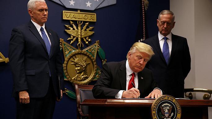 Trump, ABD sınırını mültecilere ve 7 Müslüman ülke vatandaşına kapattı