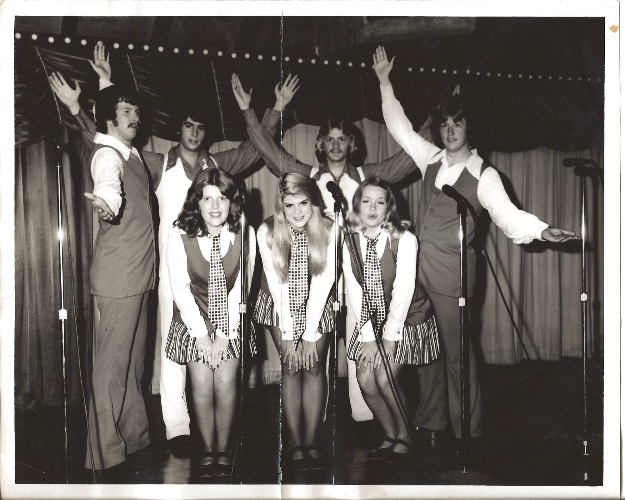 The Dogpatch USA Entertainment Troupe perform inside the park's Kornvention Hall, 1975.