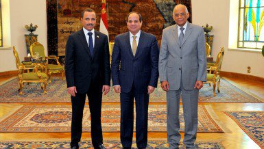 President Abdel Fattah Al-Sisi between Speaker of the Kuwaiti National Assembly, Marzouq Al-Ghanim (left) and Egyptian Parliament Speaker Ali Abdul Aal (right) Presidency handout