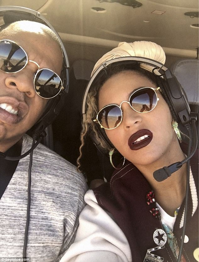 Glam passengers: They went by helicopter together