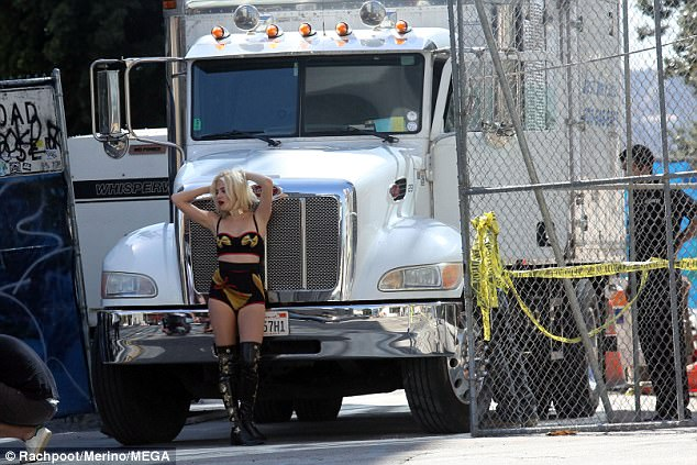 Trucking:Not content with the statement ensemble, Pixie added in a thick gold choker which featured a structured plate detail